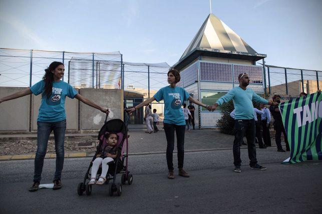 La Fundació Migra Studium denuncia que hi ha persones amb greus problemes de salut tancades al CIE de Barcelona
