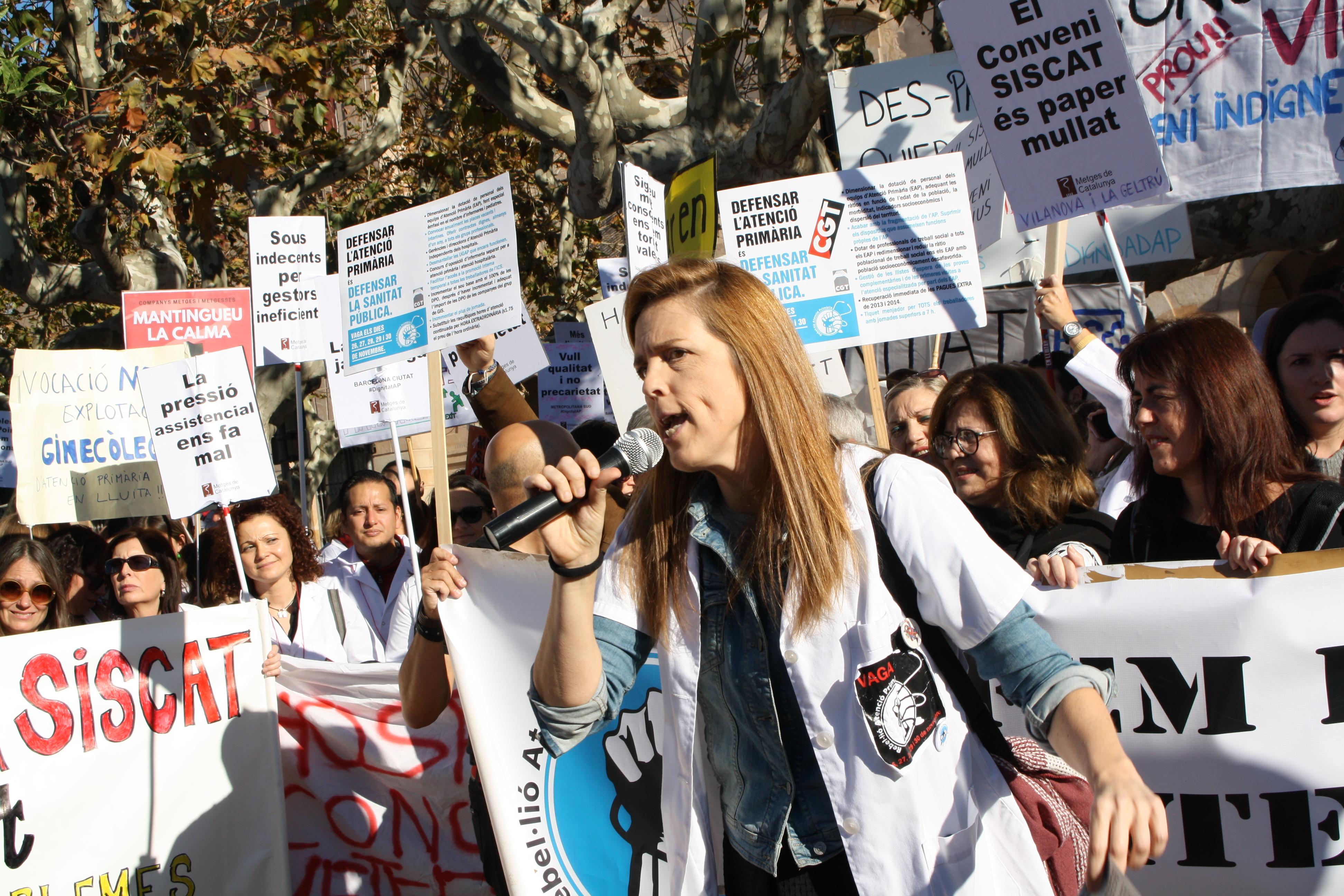 """Les mobilitzacions de la Sanitat arriben a les portes del Parlament: """"només demanem temps per als malalts"""""""